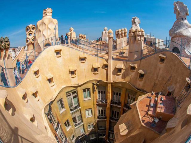 Last minutes cheap flights deals to Barcelona from London UK