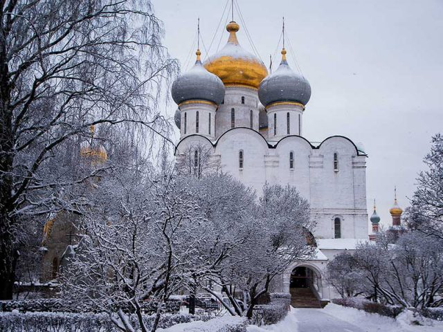 Last minutes cheap flights deals to Moscow from London UK
